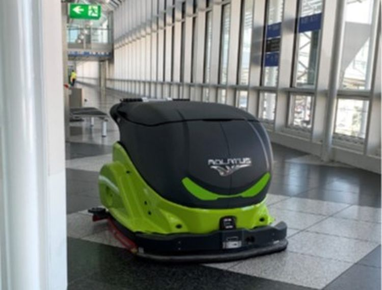 ADLATUS CR700 is an autonomous professional cleaning robot. It addresses logistic centers, supermarkets, public transport and industrial surfaces © ADLATUS robotics GmbH