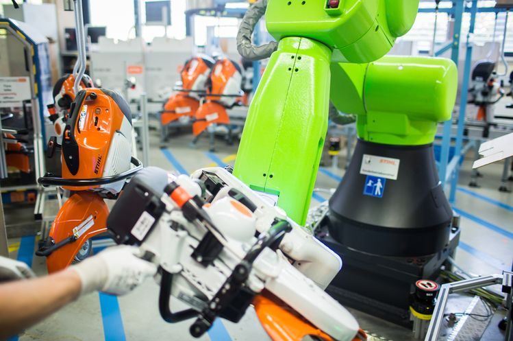 FANUC CR-35iA collaborative robots do all the lifting and let humans concentrate on carrying out the final inspection.