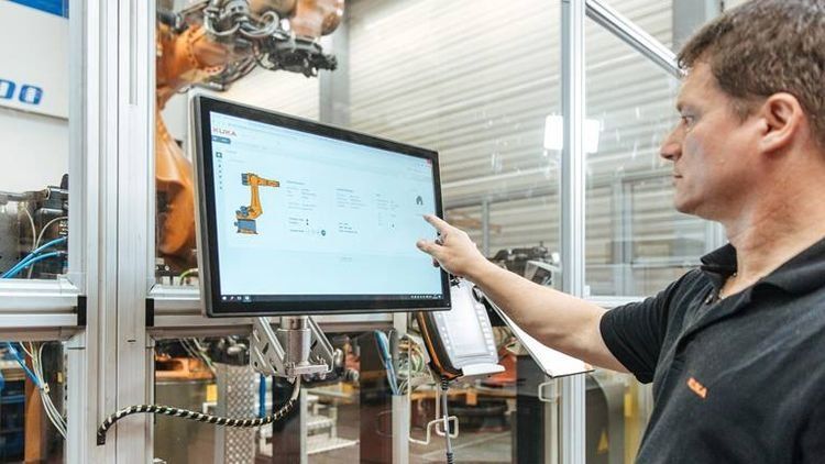 Similar to a smart watch or a fitness tracker, the robots and machines collect a wide ar-ray of data and transmit these data to the cloud. © Kuka