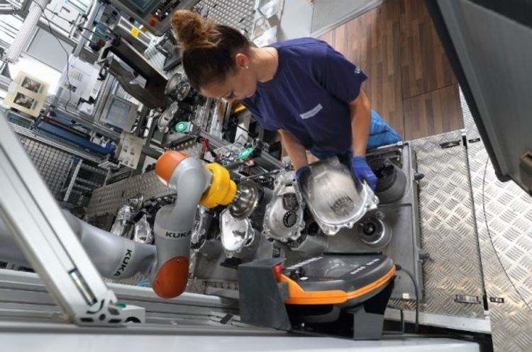 duaro dual arm scara robot now launched international federationthe human operator and the robot collaborate to install differential cases for front axle transmissions, © image kuka