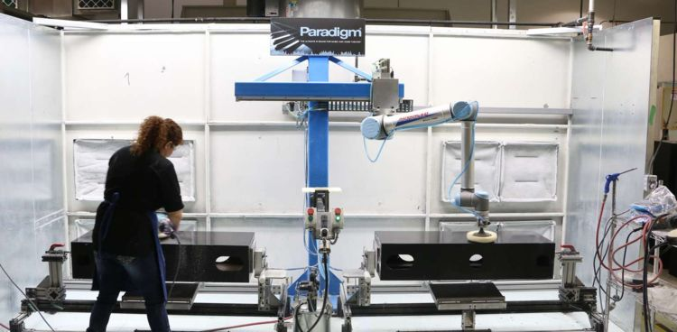human and a robot working in the same workspace, @ image: Universal Robots