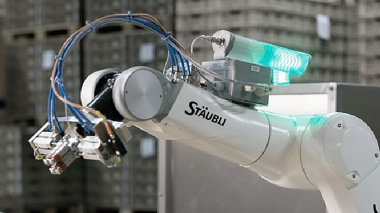 A light bar indicates the operational status of the robot, similar to a traffic light.