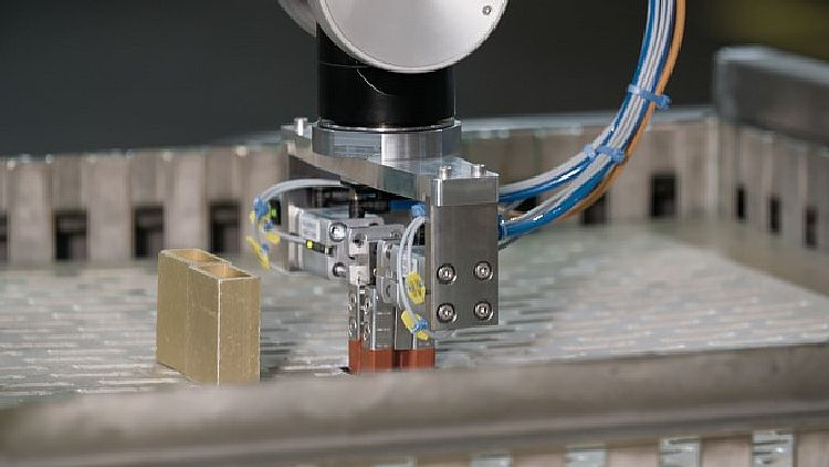 Its multiple safety functions make the six-axis machine ideally qualified for MRC applications.